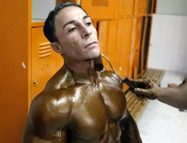 Why do bodybuilders tan? Look at the incredible difference here, and it's pretty easy to apply.