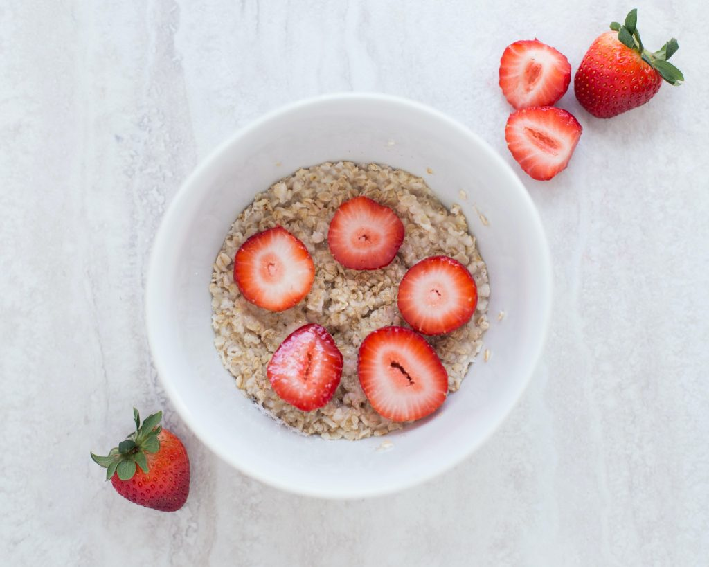 Oatmeal before bed bodybuilding? Ehh...you might be better off eating something else. Photo by Keegan Evans from Pexels