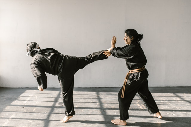 5 Reasons To Do Muay Thai to Lose Weight! Photo by RODNAE Productions from Pexels